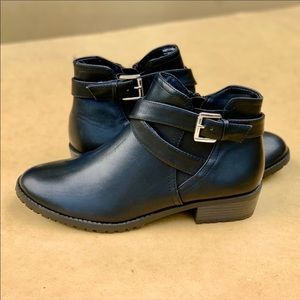 Women's Memory Foam Low Strap Black Boot New